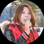 야학 대표 박길연(상반신)